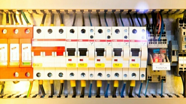 What causes power to go out for a few seconds? Switchgear Protection System