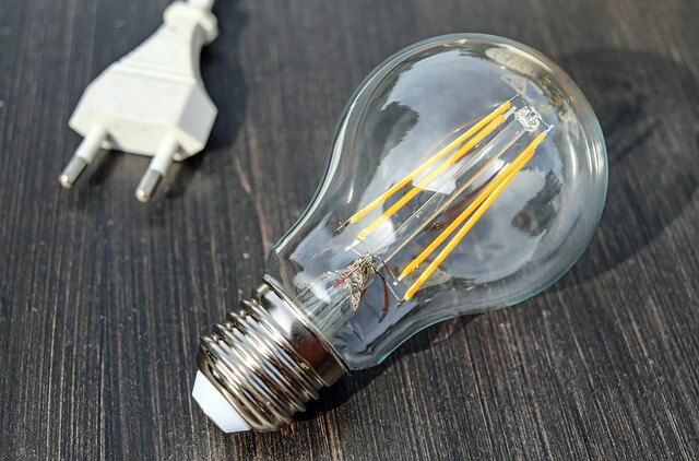 12 Amazing Facts About Electricity- an electric bulb