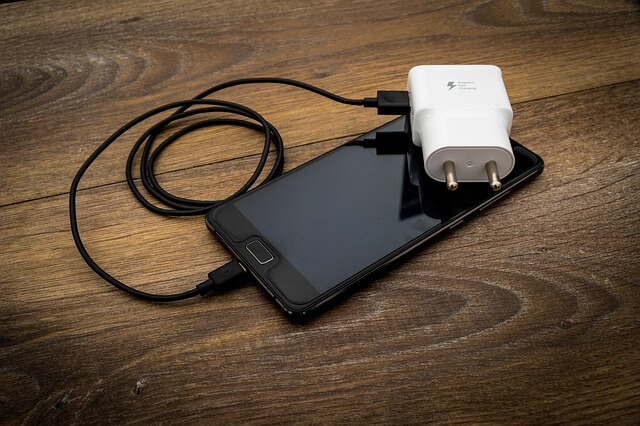 10 ways to make your phone battery last longer- phone charger